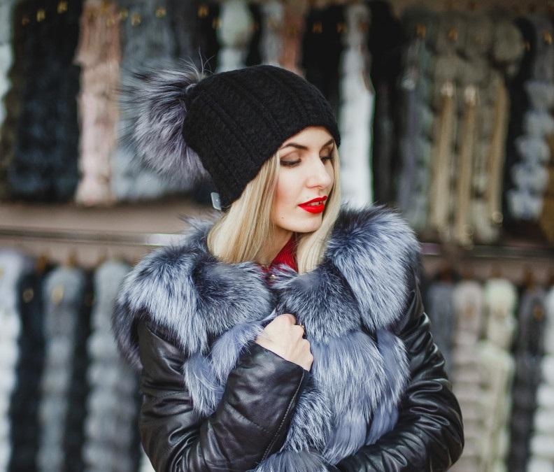 Купить Черную женскую шапку с помпоном из натурального меха чернобурки -  Киев fbaf79dc4f34c